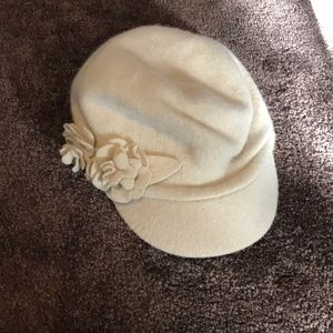 Wool hat with flowers